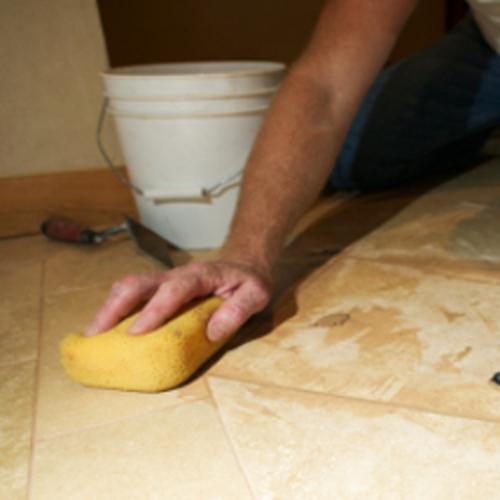 Nettoyer une tache sur du marbre