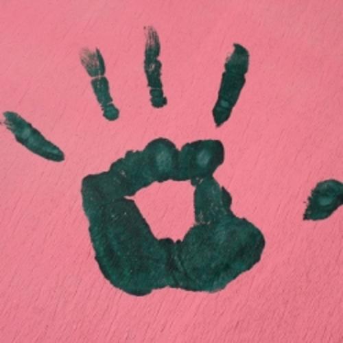 Nettoyer les taches sur du papier peint