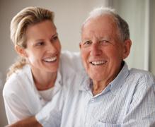 Patient infirmiere sourire blanc