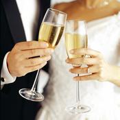 Mariés avec coupe de champagne