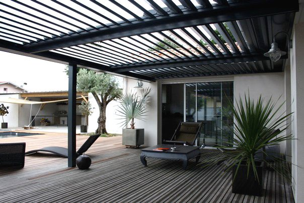brise soleil orientable caract ristiques int r t prix. Black Bedroom Furniture Sets. Home Design Ideas