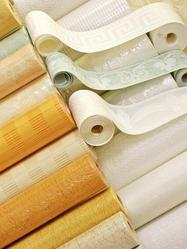 Parmi les finitions possibles d'un plafond, vous aurez le choix entre un enduit, de la peinture, du papier peint, un crépi ou du tissu.