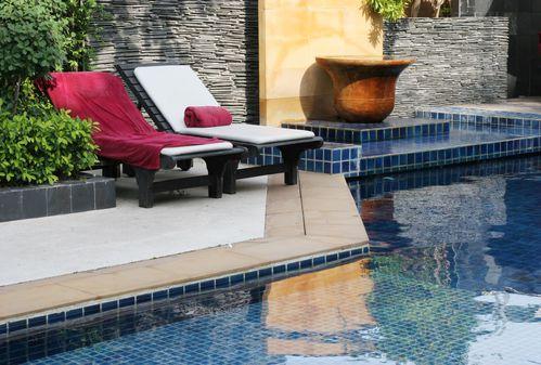 transat de piscine ooreka. Black Bedroom Furniture Sets. Home Design Ideas
