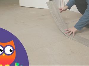 Pose de lames PVC adhésives au sol