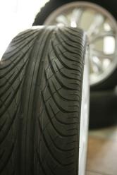 Vérifier usure pneus voiture occasion