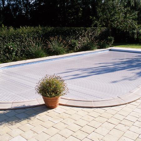 Volet de piscine extérieure