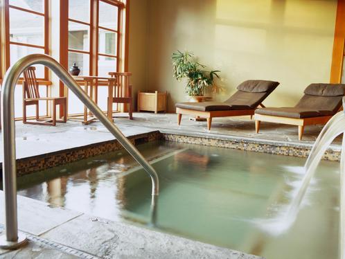 Baln oth rapie utilisation de l eau avec la balneotherapie for Piscine balneotherapie